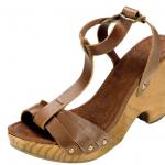 Sandalia marrón de madera