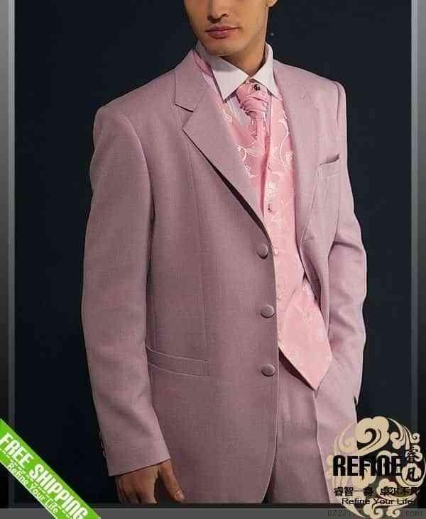 traje de novio en rosa