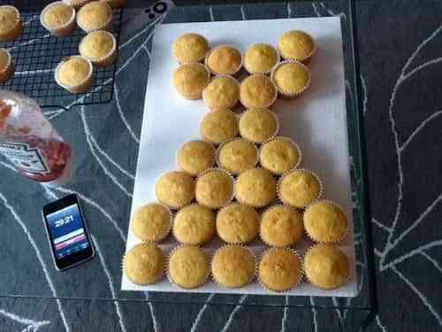 pastel de bodas con cupcakes
