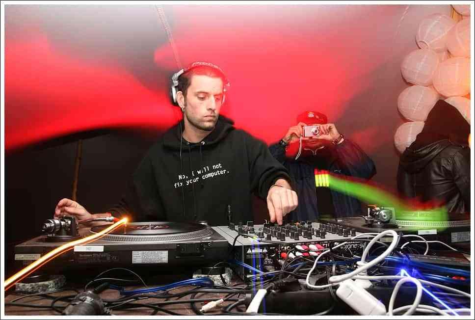 Contrates un DJ