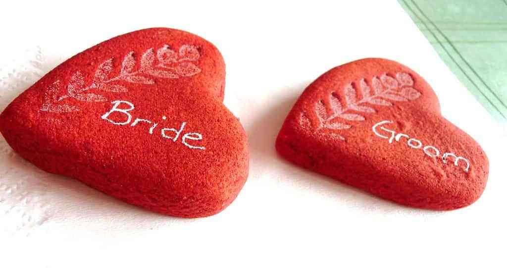 detalle de boda - piedras de corazon pintadas