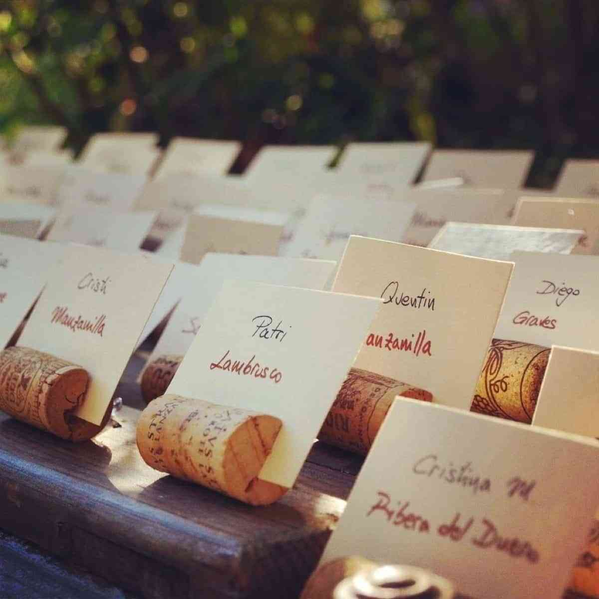 organizar mesas de boda con corchos