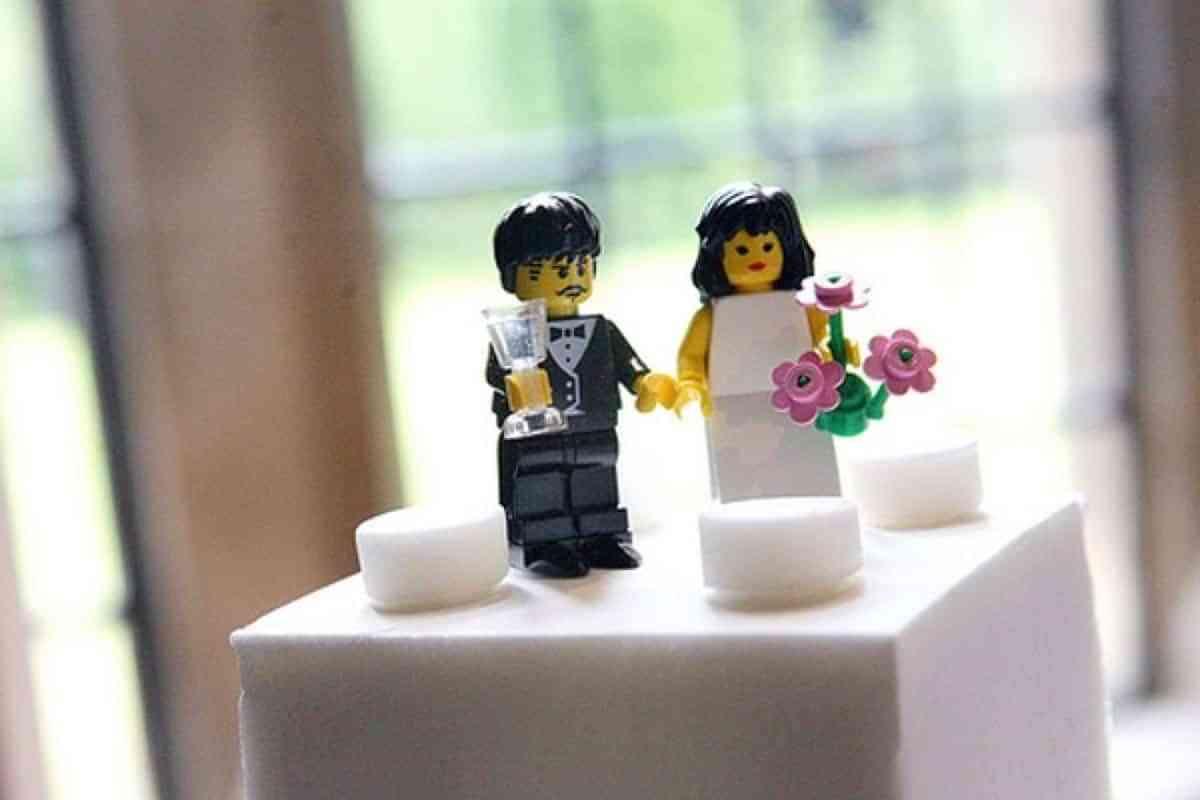figuras de novios para tarta de lego