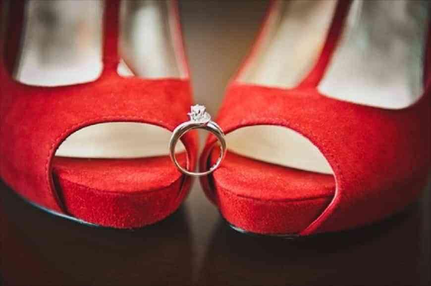 novias con zapatos rojos